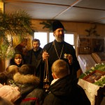 К ребятам обратился настоятель храма священник Дмитрий Черепанов, который рассказал о смысле праздника Рождества Христова.