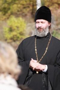 Настоятель Свято-Воскресенского прихода приветствует гостей