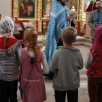 """Дети сами поют молитву """"Отче наш"""". Очень хорошо у них получилось."""