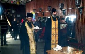 Перед началом круглого стола была совершена панихида, в которой участвовали клирики Александровской епархии священники Димитрий Черепанов и Роман Клинков