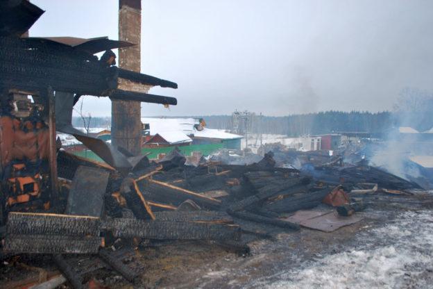 Сгоревший деревянный корпус